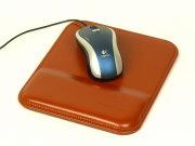使い心地が一味違う、標準サイズの革製マウスパッド